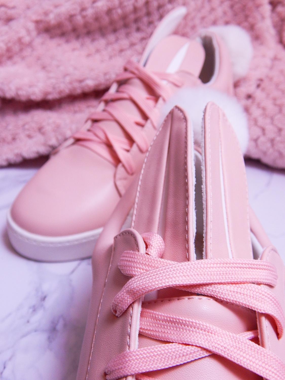 14 różowe tenisówki króliki z pomponem urocze buty na wiosnę tenisówki do każdej stylizacji renee pudrowy róż partybox buty w kształcie zająca