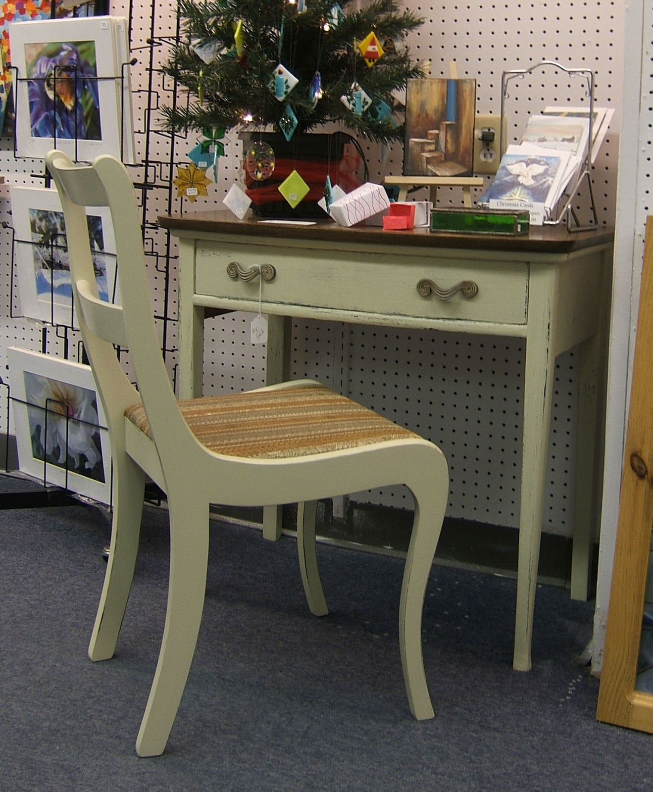 Small writing desk chair
