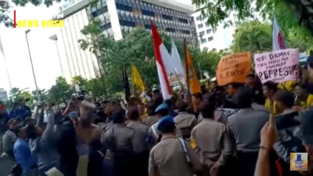 Desak Pemerintah Stabilkan Rupiah, Mahasiswa Demo ke DPRD Kalsel