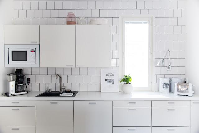 Villa H, keittiön sisustus, valkoinen keittiö, skandinaavinen koti