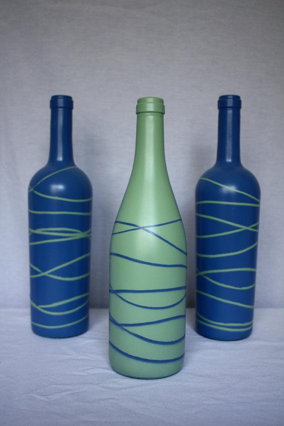 M s y m s manualidades 6 originales t cnicas para decorar for Spray painting wine glasses
