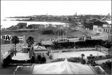 Playa Santa Ana antes de la construcción de la rambla en 1928 Calles entre Gaboto y Minas. El primer plano corresponde al Parque Hotel en la calle Jackson