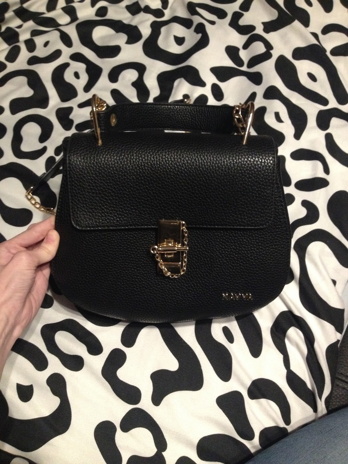 21265aebd5568 Już chyba klasyk we wszystkich torebkach znany model shopper bag jak np.michael  kors które kosztuja w granicach tysiaca sześciuset złotych.