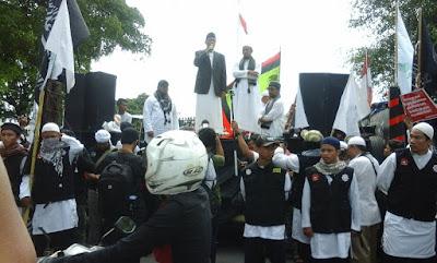 Ribuan Umat Islam Yogyakarta Padati Istana Negara, Tuntut Segera Adili Ahok