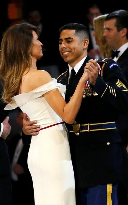 Este sargento logró con Melania lo que Trump no pudo
