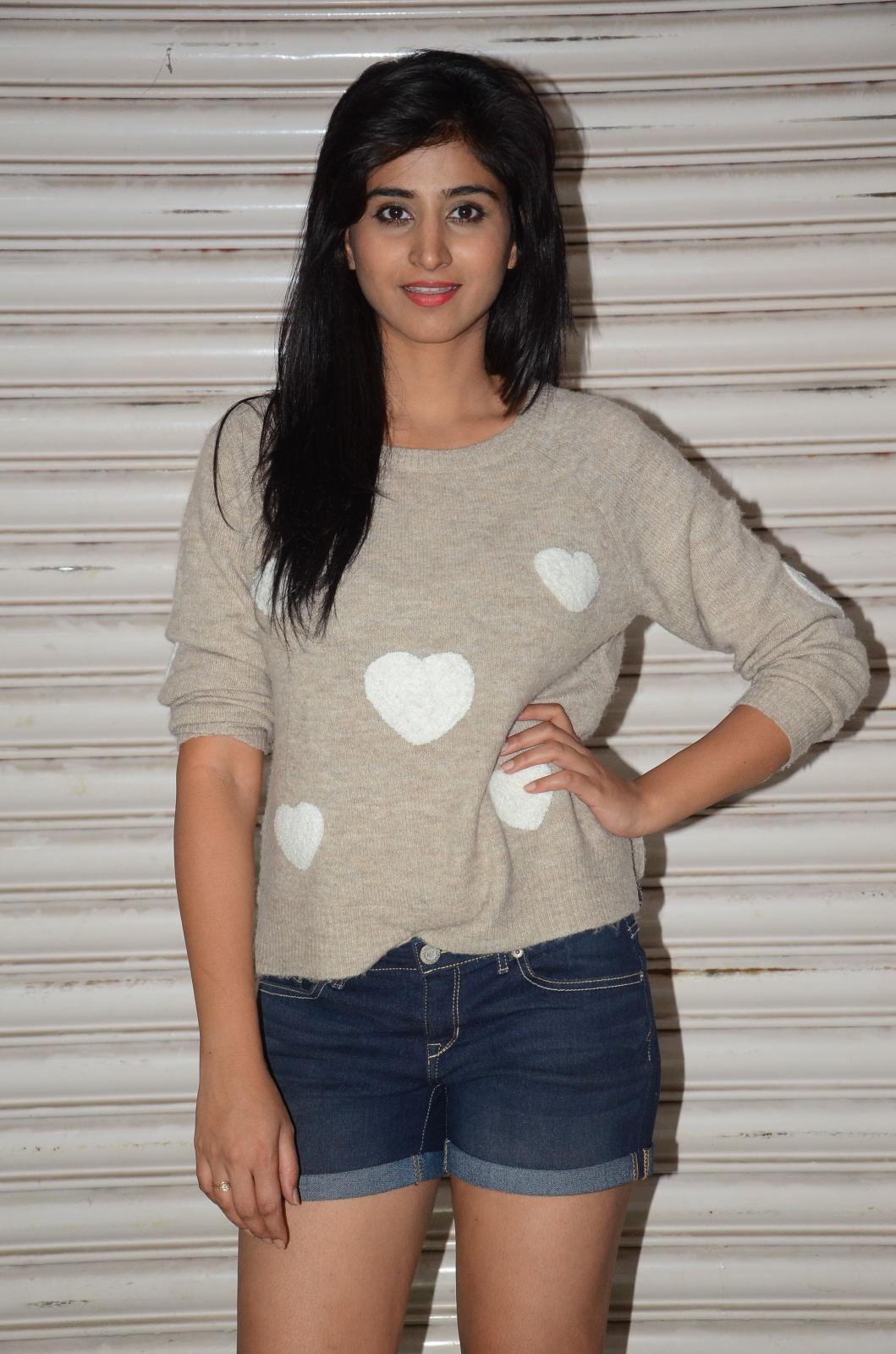 Shamili new cute photos gallery-HQ-Photo-19