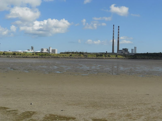 Walk from Sandymount Strand to Poolbeg Lighthouse: Poolbeg towers in Dublin viewed from Sandymount Strand