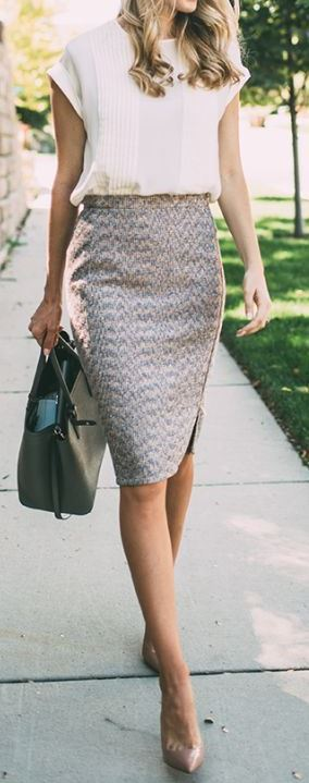 Chic business outfit | bag + heels + printed pencil skirt + blouse
