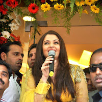 Aishwarya looking gorgeous in inaugurates kalyan jewellers showroom