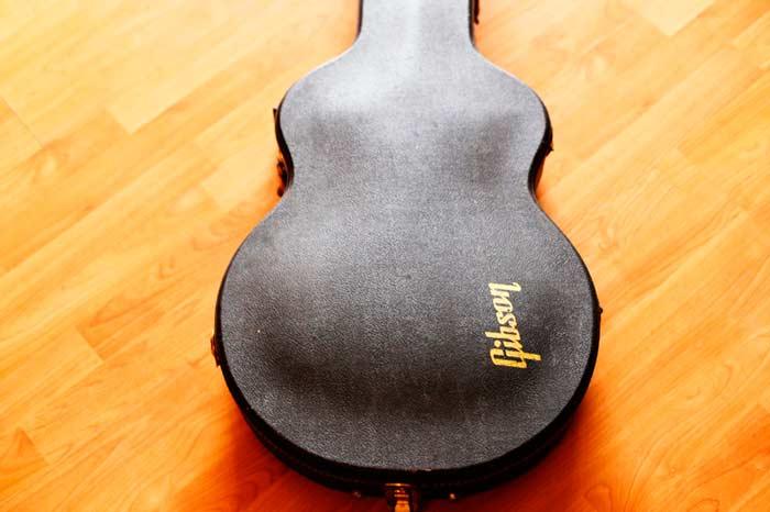 Estuche original Gibson de 1982 propiedad del autor.
