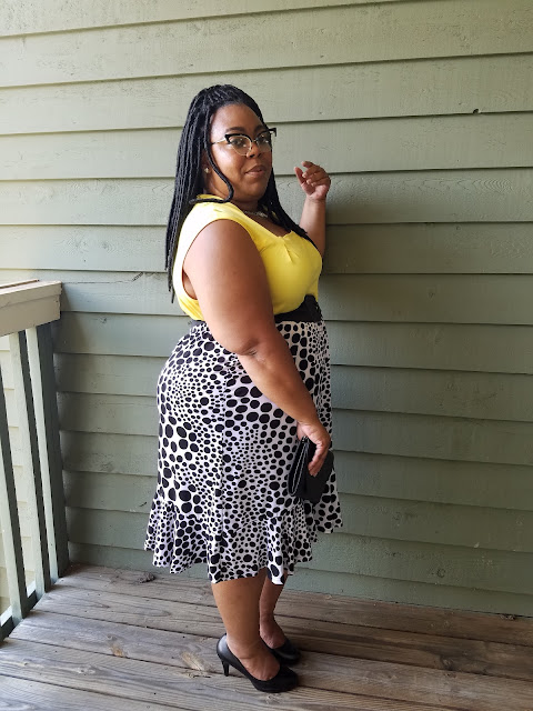 curvy blogger, plus size blogger, skirt, heels, pop of color, extreme cat-eye glasses