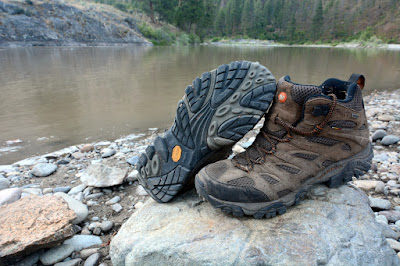 Review Sepatu Gunung Merrell Moab Mid Goretex