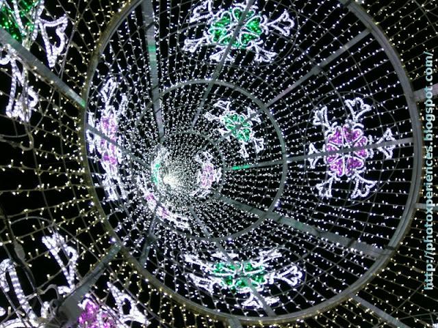 Interior de un árbol de Navidad. Inside a Christmas tree. Villanueva de la Serena. Extremadura. Spain.
