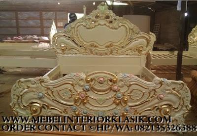 Furniture klasik jakarta,Mebel tempat tidur set jati ukiran jepara desain eropa Classic Mewah.code AA109