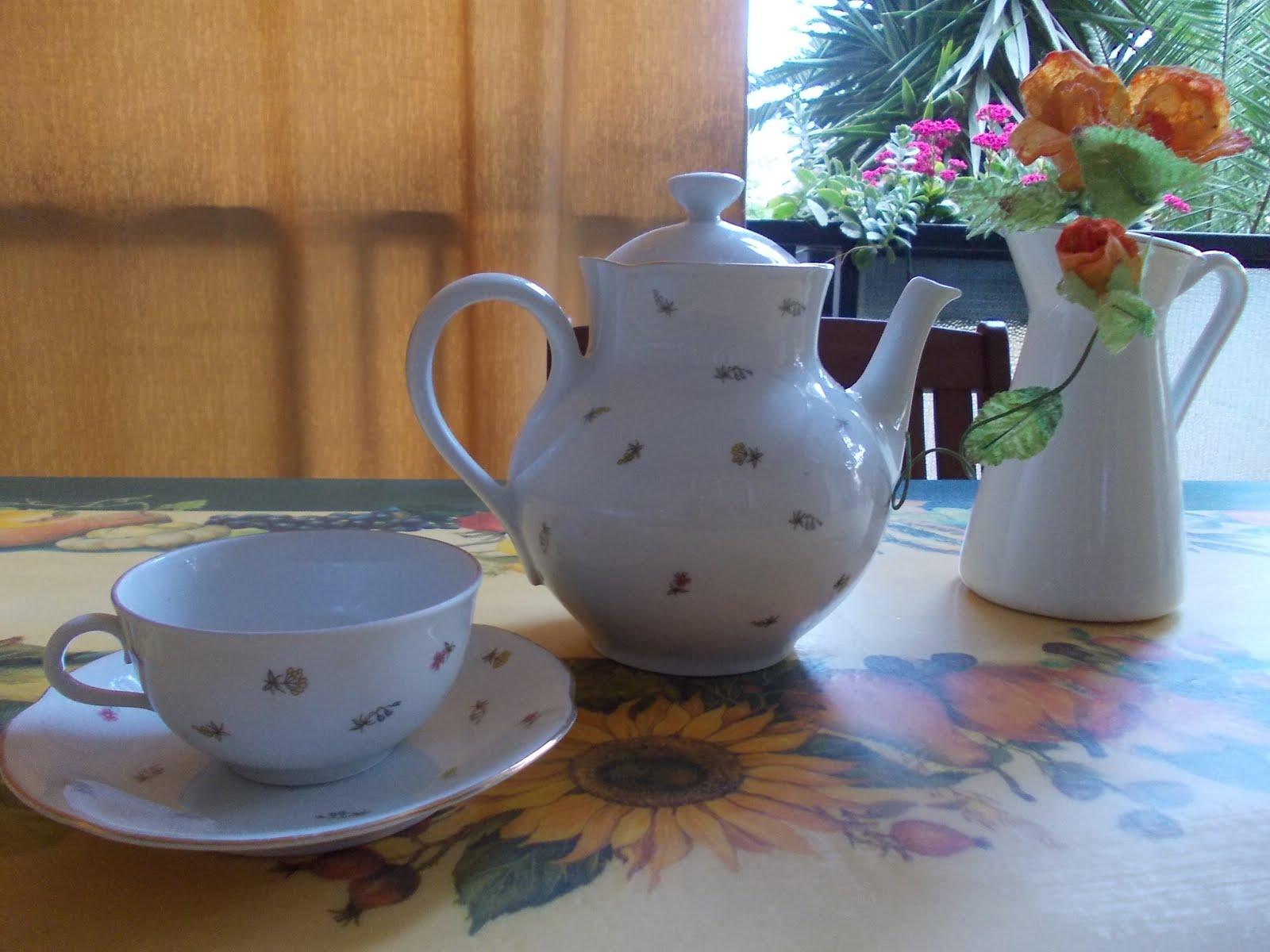 Decoupage Su Tavolo Di Plastica.In Pigiama Un Tavolo Da Giardino A Decoupage A Garden Table With