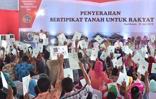 Jokowi Serahkan 1.037 Sertifikat ke Masyarakat di Sumbawa - Wartaku.info