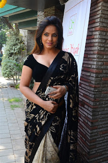 Neetu Chandra in Black Saree at Designer Sandhya Singh Store Launch Mumbai (54).jpg