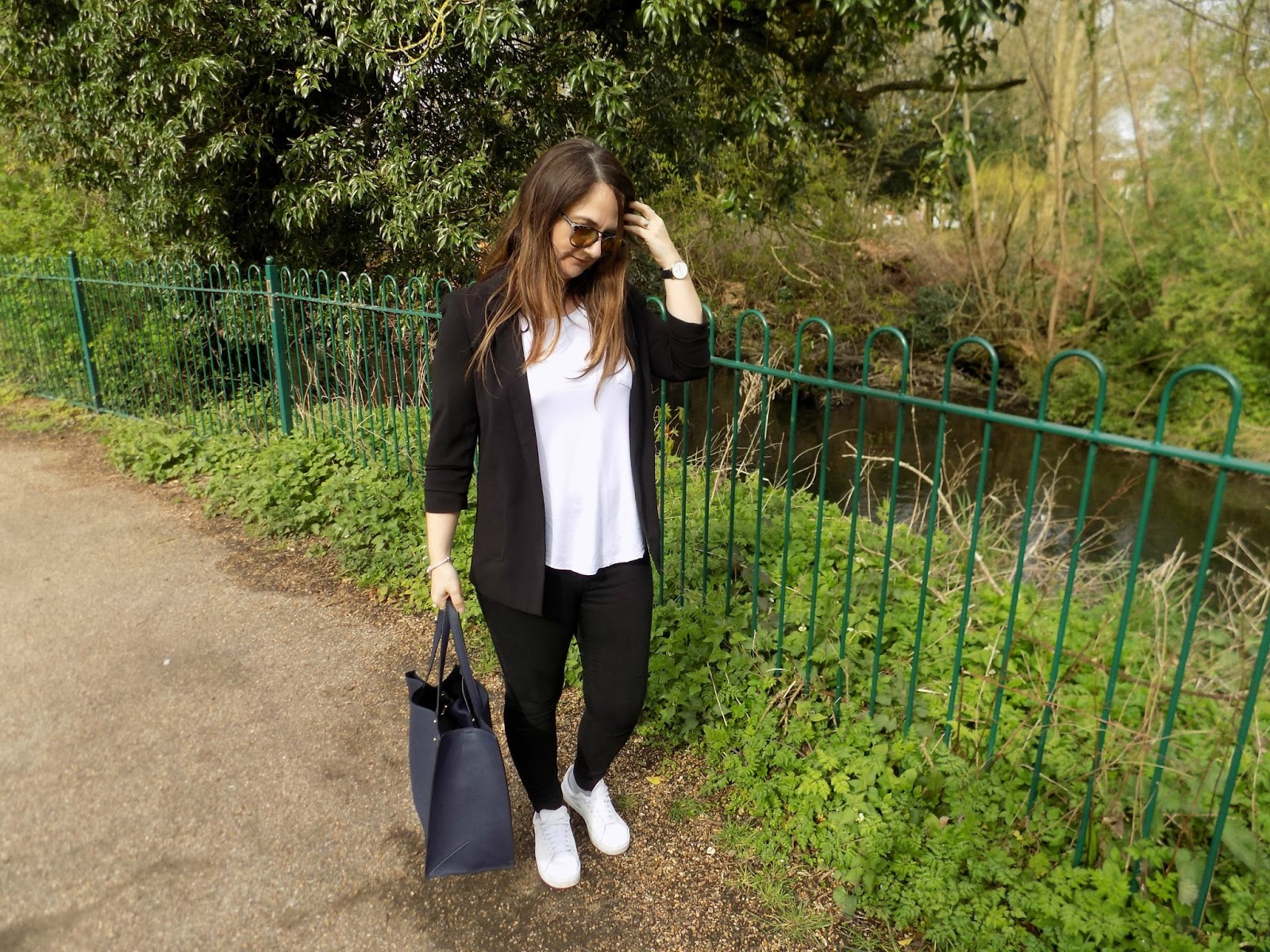 6 things we all need in our wardrobe, black jeans , black blazer, white trainers,handbag, sunglasses