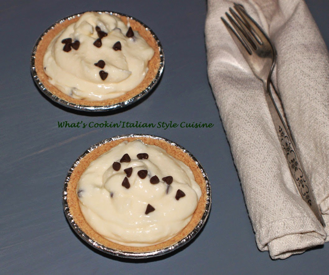 this is how to make a no bake cheese pie that are mini sized with mascarpone cheese