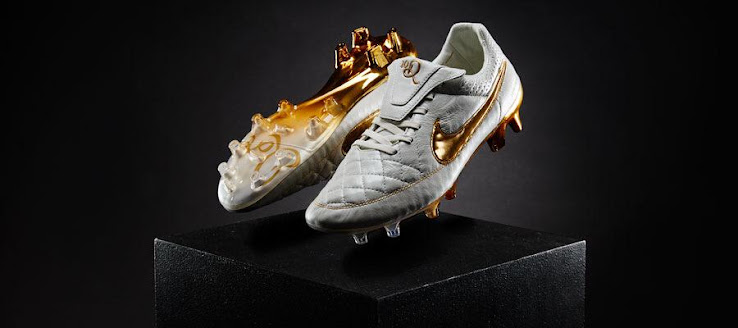 official photos 9e80f 67819 Live Updates: Follow The Launch Of The Nike Tiempo Legend ...