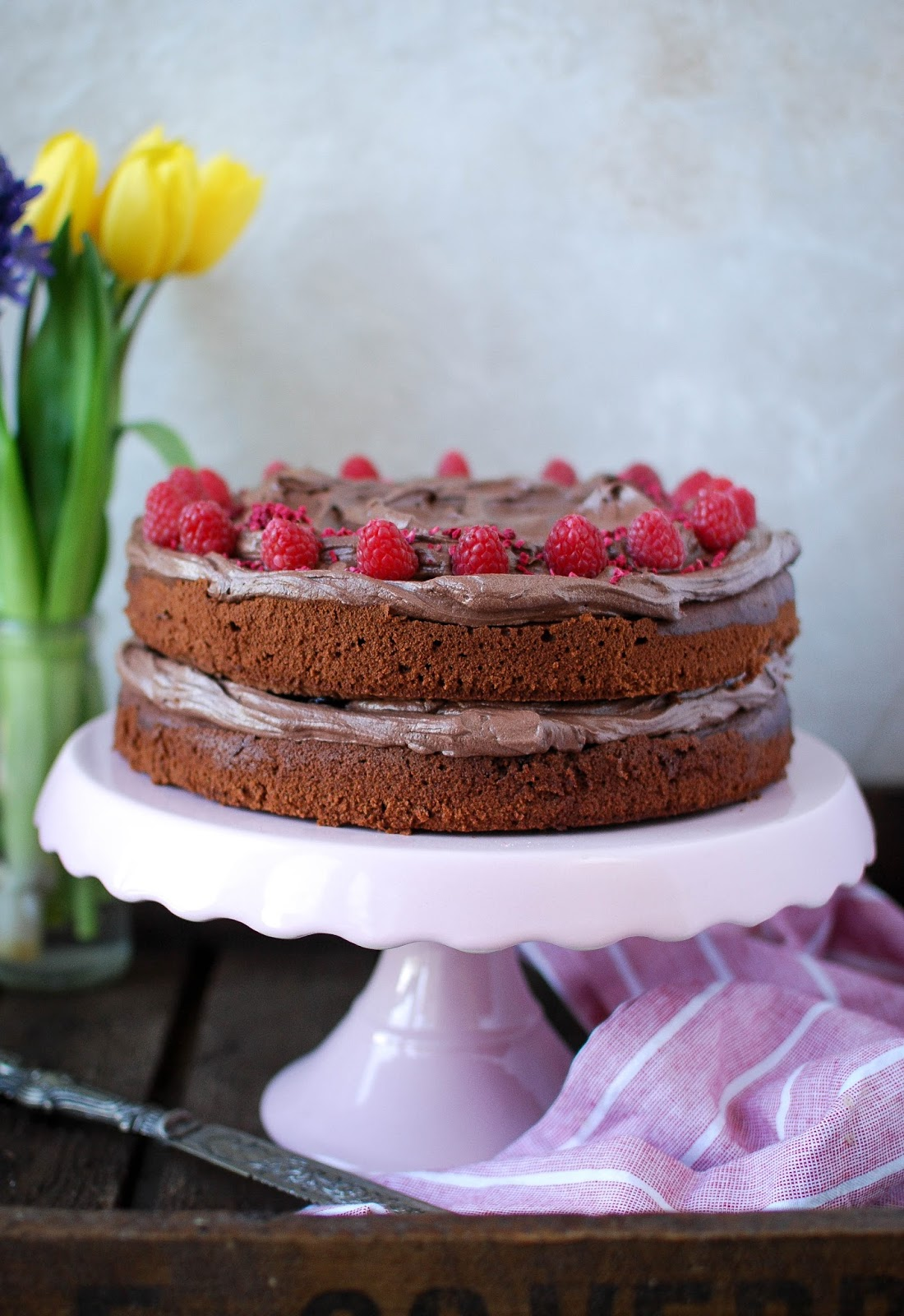 The best vegan chocolate cake recipe ever, give it a try and see for yourself.