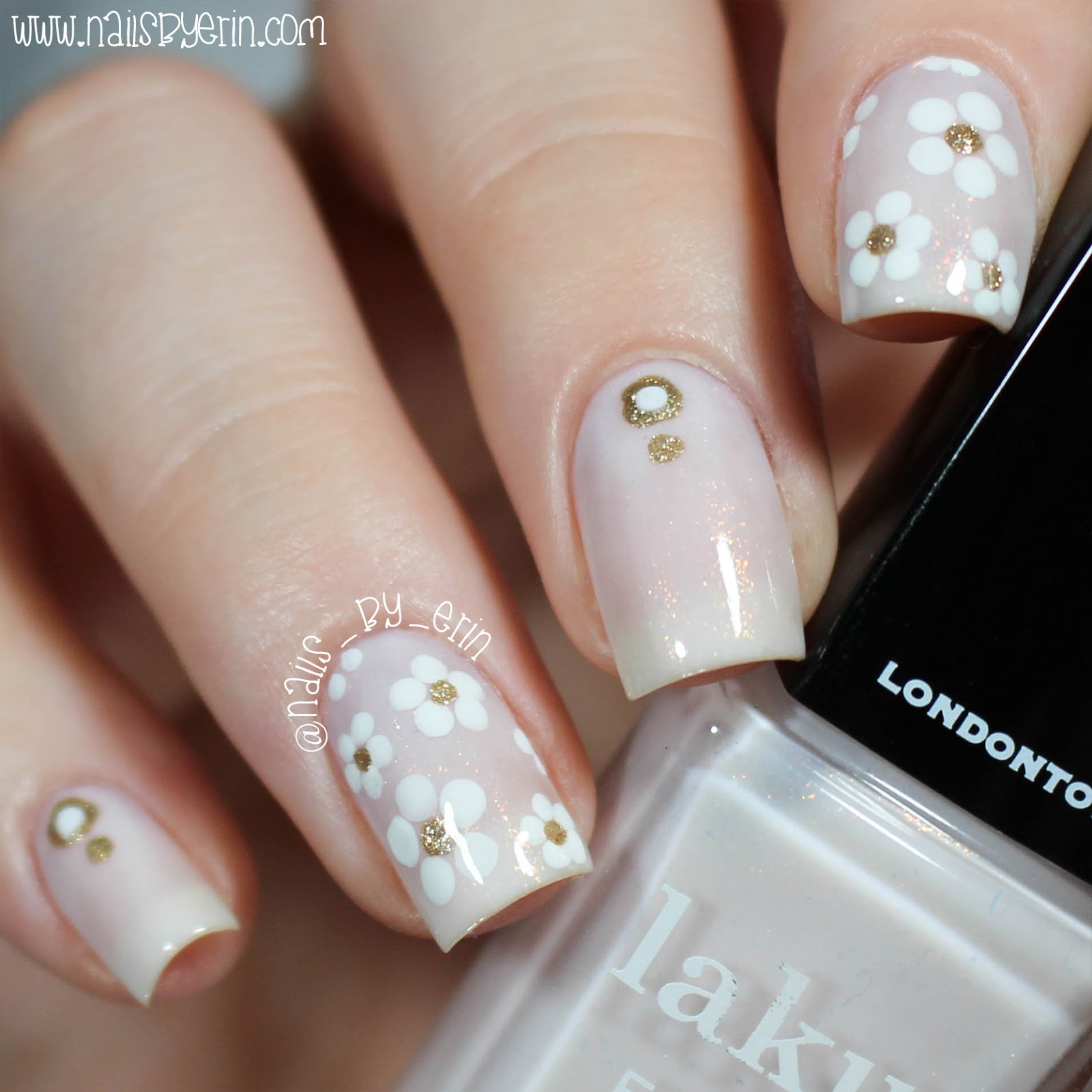 NailsByErin: White and Gold Daisy Nails