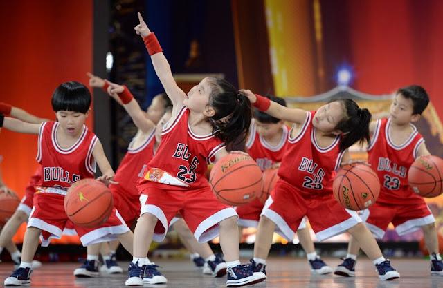 Lưu ý khi lựa chọn giày chơi bóng rổ cho bé