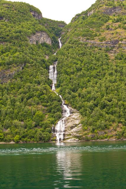 Cascata il velo della sposa-Crociera da Geiranger sul Geirangerfjord