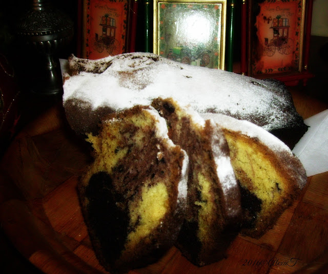 Sweet sponge cake filled with cocoa and nuts.