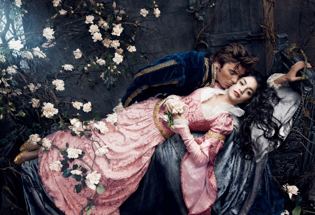 Os atores Vanessa Hudgens e Zac Efron  como Princesa Aurora e Príncipe Phillip.