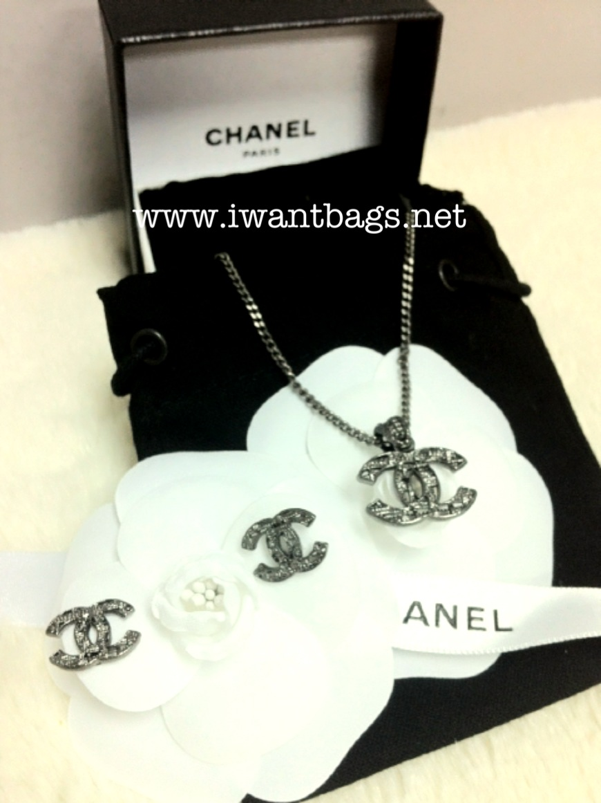 Chanel Clic Cc Patterned Logo Necklace And Earrings Set Gunmetal New Collection