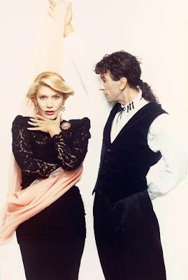 Η Μαρινέλλα και ο Δημήτρης Παπάζογλου χορεύουν το «Libertango» του Άστορ Πιατσόλα, στο Αθηναϊκό νυχτερινό κέντρο «Νεράιδα», τον χειμώνα του 1990-91.