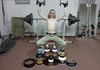 Muskelaufbau mit Bodybuilding und Shakes lustig