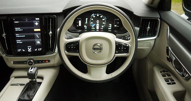 Volvo V90 cockpit
