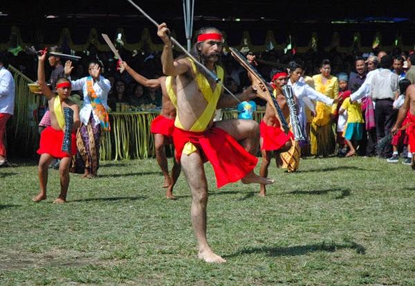 Tari Cakalele dari Maluku