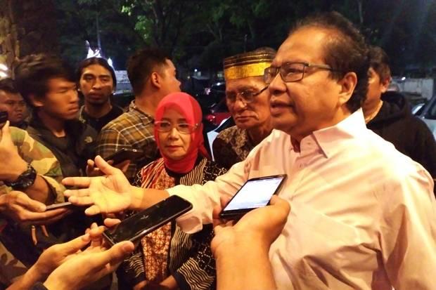 Rizal Ramli Sindir Jokowi: Milenial Bukan Modal Jaket dan Sepatu Sneaker Doang