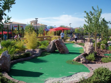 https://3.bp.blogspot.com/-ZFlk0YvErM4/TnJJhTBAmGI/AAAAAAAAJEE/NJkQSvSzQTc/s1600/Minigolf+-+The+Putt+Park+Annual+Mini-Golf+Tournament+Las+Vegas+100911+%25283%2529.JPG