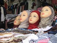 10 Tips Aman Membeli Jilbab dan Produk Pakaian Secara Online