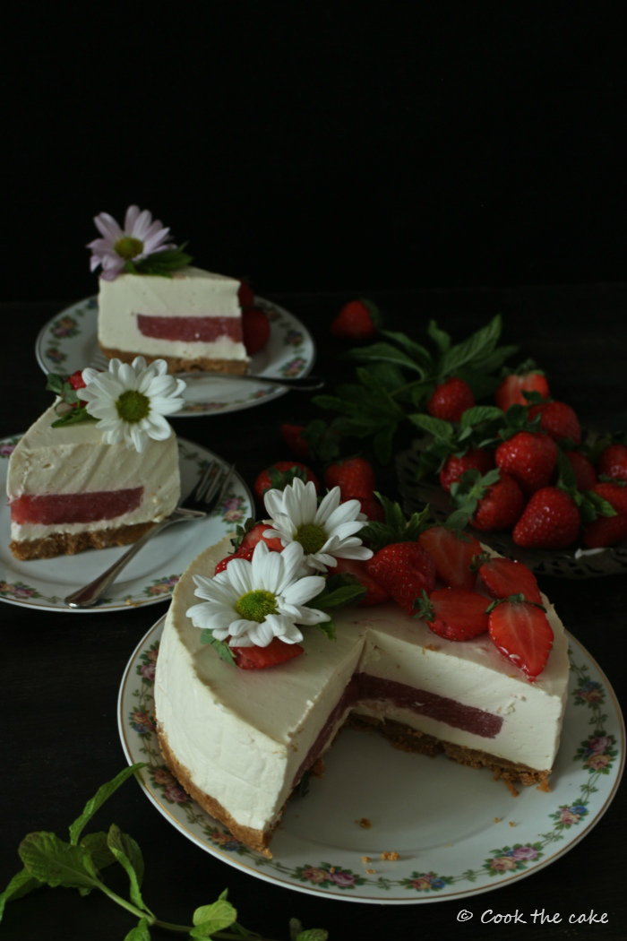 Tarta Mousse De Kéfir Yogur Griego Y Gelatina De Fresa Reto Alfabeto Dulce Cook The Cake
