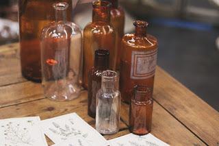 Antiguas botellas de medicamentos desembalaje de madrid