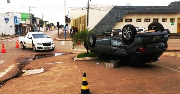 Bêbado genro de Nazif avança semáforo, se envolve em acidente e capota carro