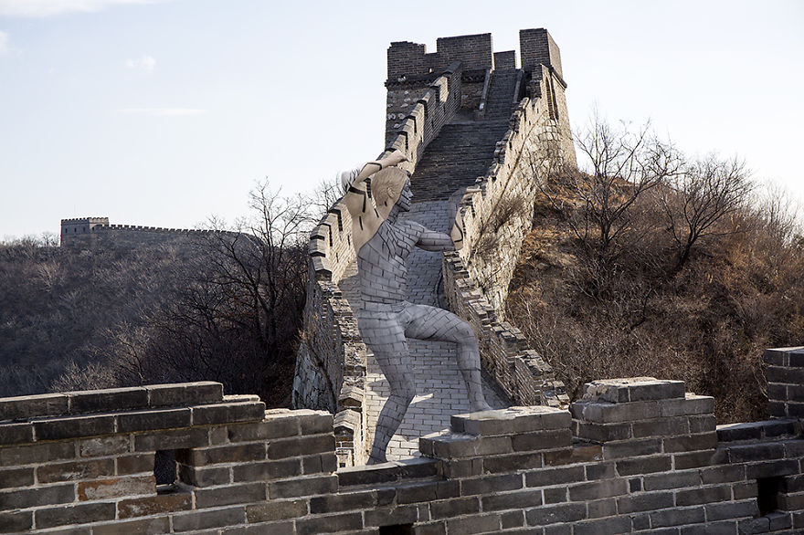 08-Great-Wall-of-China-Trina-Merry-Architecture-meets-Body-Painting-in-Lost-in-Wonder