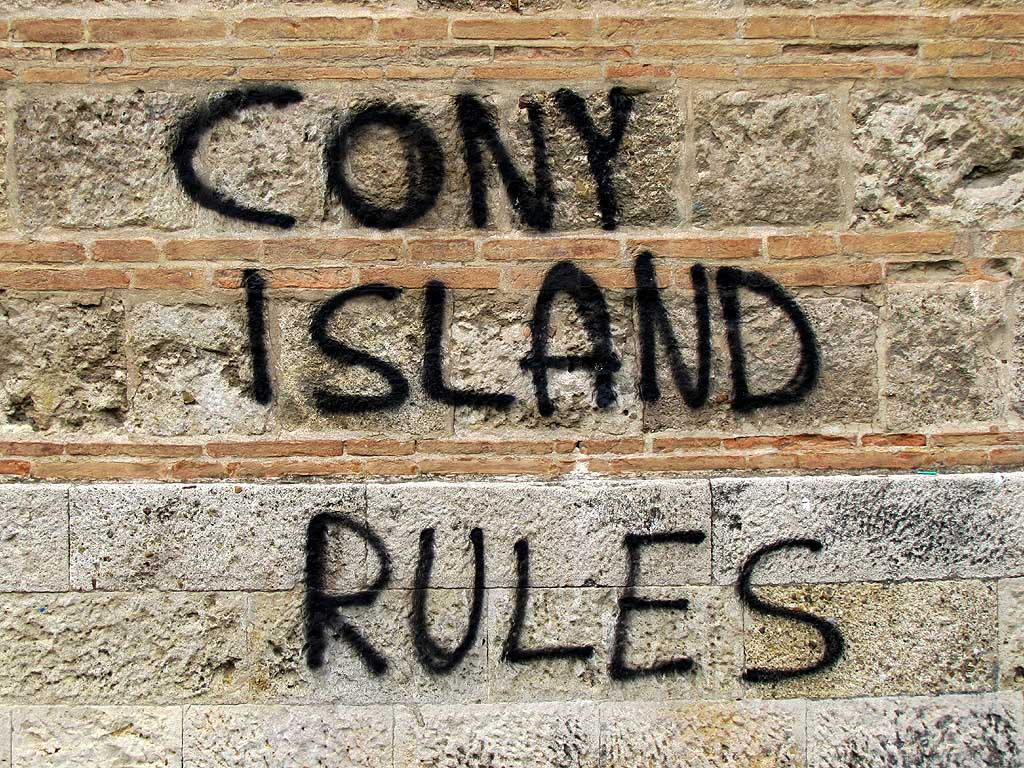 Wrong spelling graffiti, Livorno