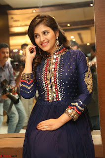 Anjali looks super cute at Chitrangada Pre Release Function March 2017 013.JPG