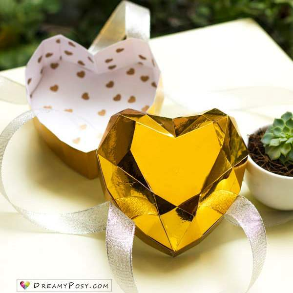 3D gold metallic paper heart box with lid