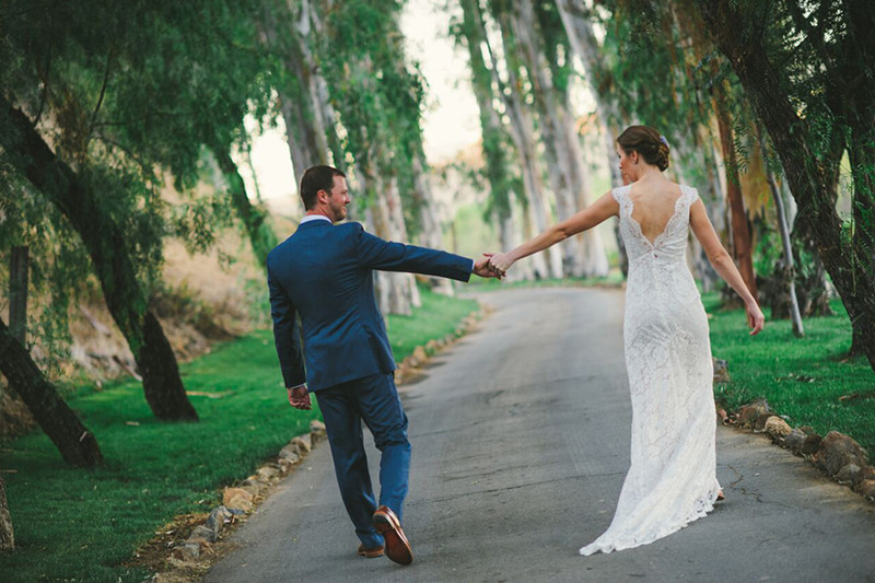 Want a unique wedding photos? Take a look at these tips