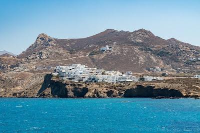 Chora - Grotta depuis Portara-Naxos-Cyclades