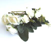 https://www.essy-floresy.pl/pl/p/Roza-drobna-biala-zestaw-kwiatow-tekstylnych-z-liscmi-/4711