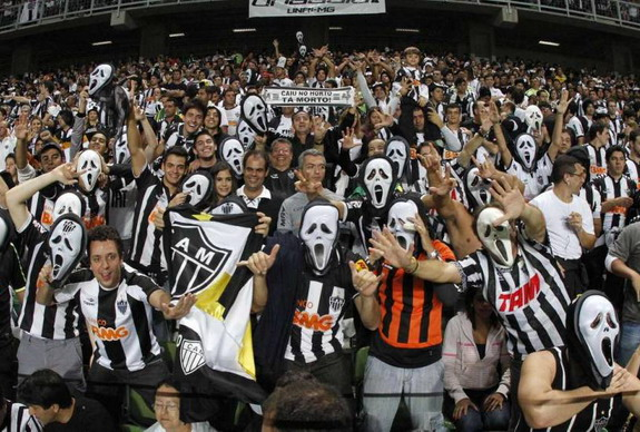 Atlético Mineiro fans turn up in 'Scream' masks