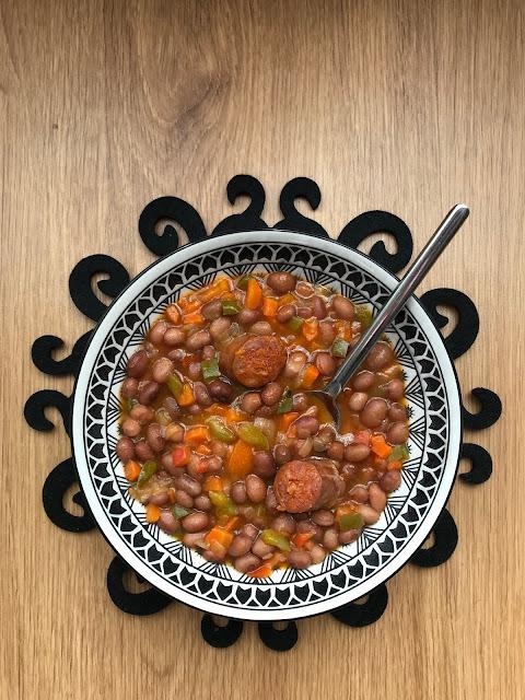 alubias exprés con verduras y chorizo receta